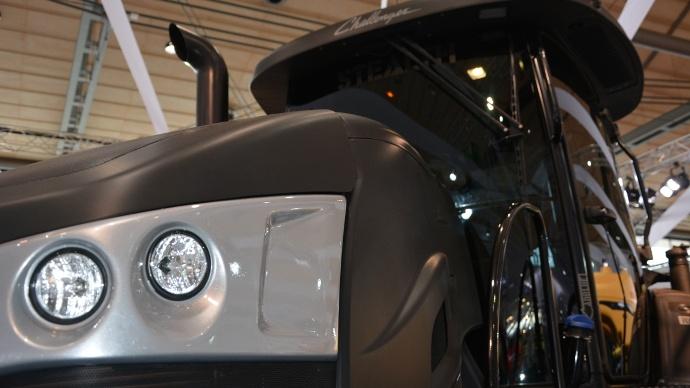 tracteur Challenger MT700E Stealth édition