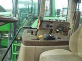 Intérieur de la cabine d'un tracteur John Deere 6320 Premium
