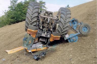 tracteur Renault retourné