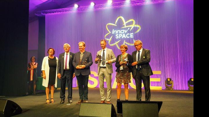 Remise des trophées aux lauréats des mentions spéciales 3 étoiles Innov'Space 2017